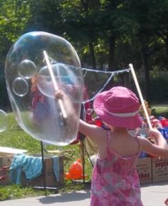 riesenseifenblasen kindergeburtstag